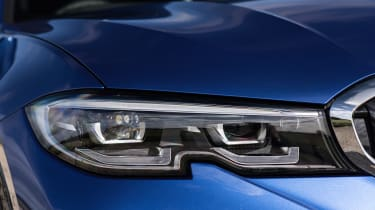 BMW 320d xDrive Touring - front light