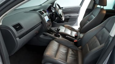 Volkswagen Golf Mk5 (used) - front seats