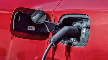 Bentley Bentayga Hybrid - charging