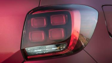Dacia Sandero SCe 75 Ambiance - tail light
