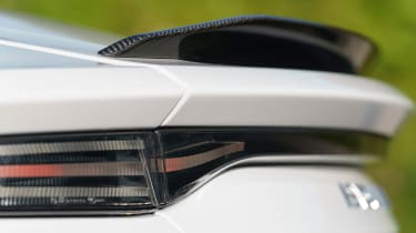 Aston Martin DBS Superleggera - spoiler