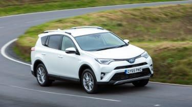 Toyota RAV4 Hybrid UK 2016 - front cornering