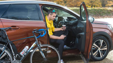 3008 minutes in a Peugeot 3008 - Rich in car