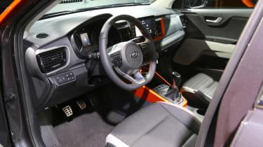 Kia Stonic - studio front seat