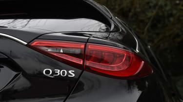 Infiniti Q30 Sport AWD 2016 - rear light