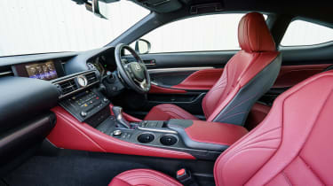 Lexus RC - front seats