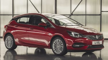 Vauxhall Astra 2019 facelift - front 3/4 static