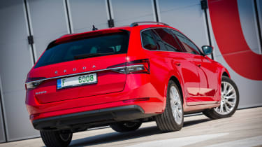 Skoda Superb Estate facelift - rear static