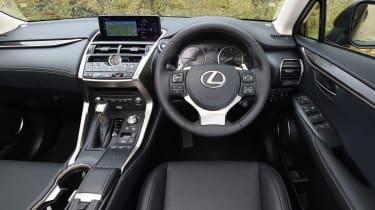 Lexus NX 300h - dash