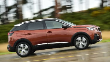 Peugeot 3008 brown - side tracking