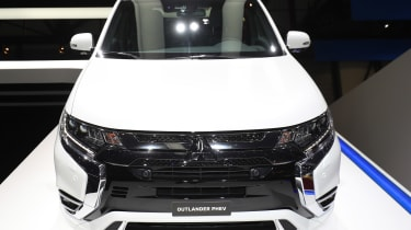 Mitsubishi Outlander PHEV - Geneva full front