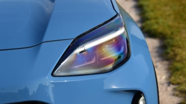 Toyota Yaris Cross - front light