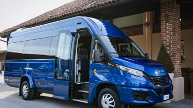 IVECO Daily Minibus- front static