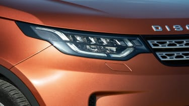 Land Rover Discovery 2017 - official headlight