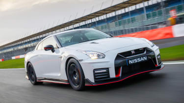 Nissan GT-R NISMO 2017 - front tracking