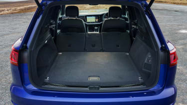 Volkswagen Touareg R - boot seats down
