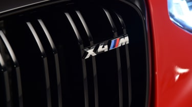 BMW X4M - grille badge