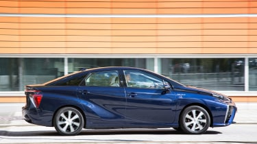 Toyota Mirai - side