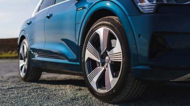 Audi e-tron - side profile