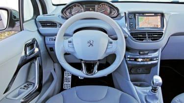 Peugeot 208 e-HDi dashboard