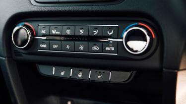 Kia XCeed 1.4 petrol - centre console