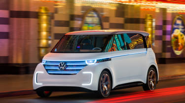 Volkswagen Budd-e first drive 2016 - front tracking