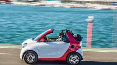 Smart ForTwo Cabrio 2016 - side tracking