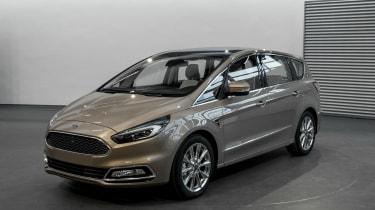 Ford S-MAX Vignale - studio front quarter 3