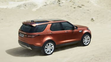 Land Rover Discovery 2017 - official rear tracking
