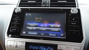 Toyota Land Cruiser - infotainment