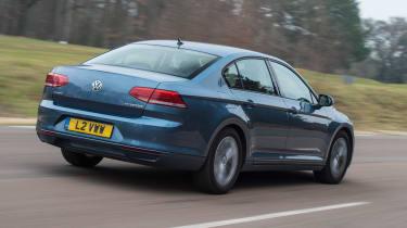 Volkswagen Passat BlueMotion 2016 - rear tracking