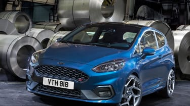 Ford Fiesta ST 2017 - front quarter 2