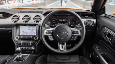Ford Mustang V8 - dash