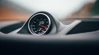 Porsche Macan - clock