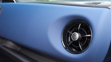 Toyota Yaris Hybrid Bi-Tone - air vent