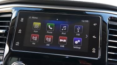 Mitsubishi L200 - screen