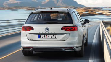 Volkswagen Passat GTE - full rear