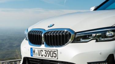 BMW 320d - grille
