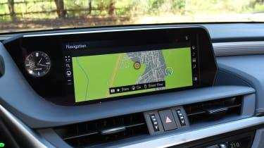 Lexus es 300h infotainment