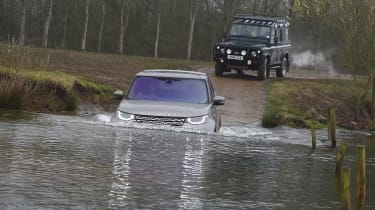 Land Rover Discovery HSE Luxury - water