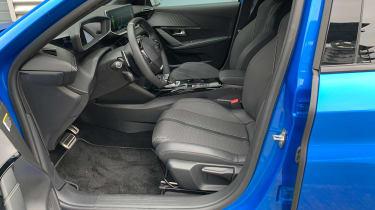 Peugeot 208 - front seats