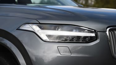 Volvo XC90 T8 - front light