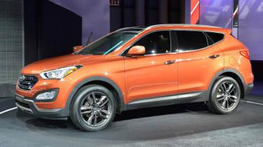 Hyundai Santa Fe front three-quarters