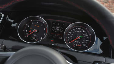 Porsche 911 Carrera 4 GTS - rear seats