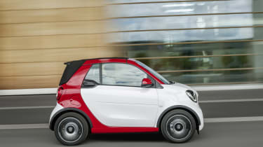 Smart ForTwo Cabrio - roof up profile