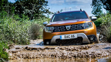 Dacia Duster front action