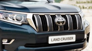 2018 Toyota Land Cruiser facelift front