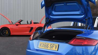 Audi TT RS vs Porsche 718 Boxster S - boot