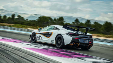 McLaren 570S Sprint - rear tracking