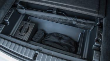 BMW iX - storage